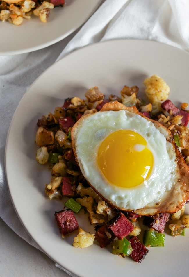 Cauliflower Pastrami Hash with a fried egg from www.sprinkledsideup.com