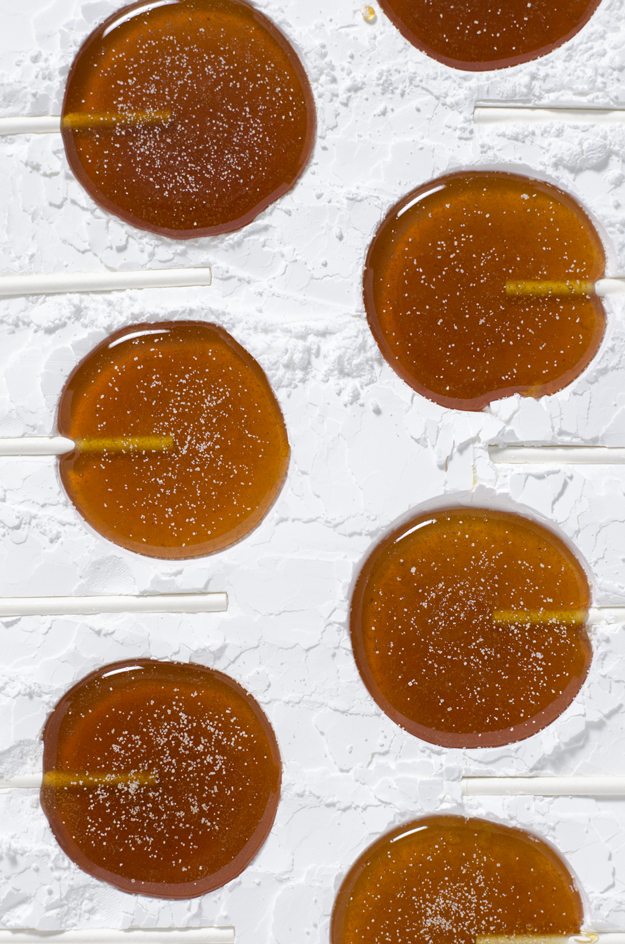 Easy Homemade Mulled Cider Lollipops - the perfect dessert or holiday gift - from www.sprinkledsideup.com